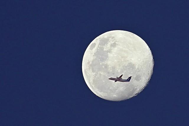 Super Moon & Air Nelson Q300