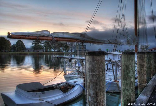 sunrise boats md maryland fishingboats tilghman chesapeakebay marylandeasternshore tilghmanisland skipjack oystering dogwoodharbor talbotcountymd oysterdredging