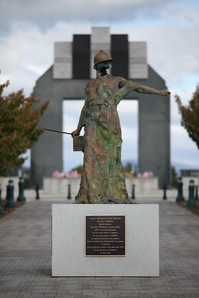D-Day Memorial - Le Monument Aux morts de Trévières | Flickr