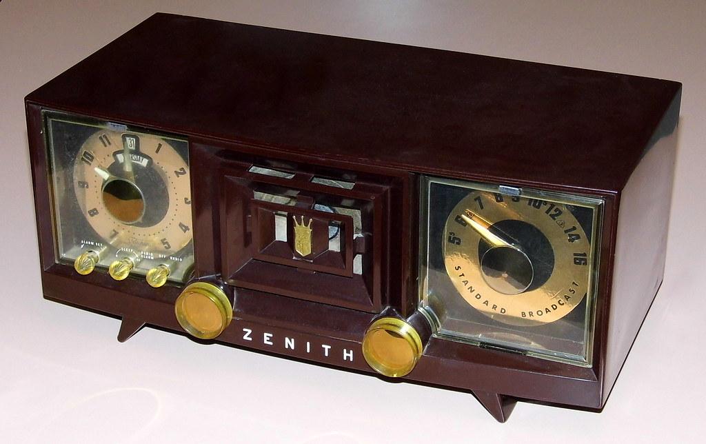 File:Vintage Zenith Clock Radio, Model X733, 7 Tubes, Two ... |Zenith Clock Radio