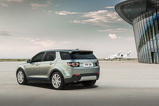 Land-Rover-Discovery-Sport-2014-30