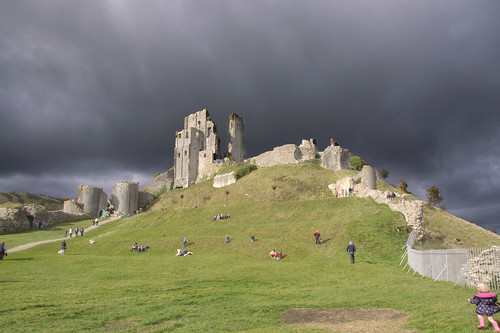 20161026144232 europe britain england dorset corfe corfecastle purbeck nationaltrust hill weather day clouds cloudy ruins norman structure architetcure