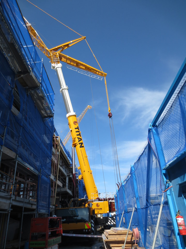 LTM1350-6 1 removing Potain tower crane from Clyde Quay Wh