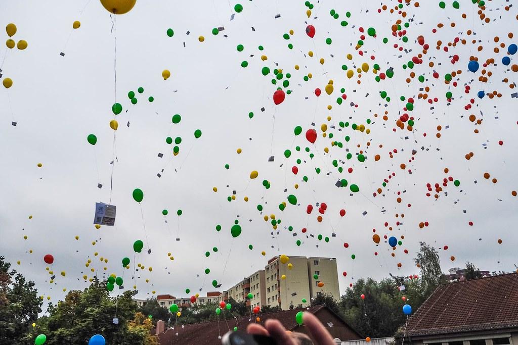 1,000 balloons