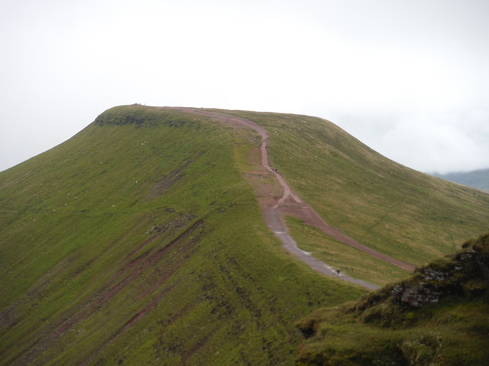Route to Pen y Fan from Corn Du SWC Walk 278 Breacon Beacons Horseshoe - Bannau Brycheiniog