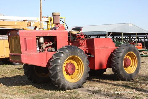 D-100 Versatile 4x4 Tractor
