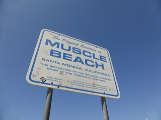 Cartel en Muscle Beach | by TiempoDeAventuras.com