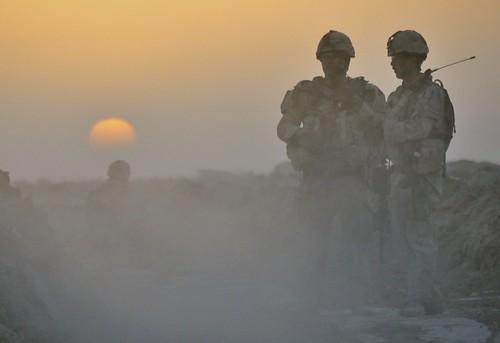 silhouette sunrise twilight helmet soldiers patrol casque canadianforces soldats dcamc patroulle forcescanadiennes cadrat