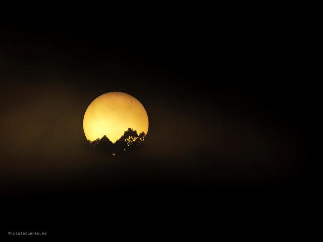 Amanece con niebla - Sunrise and Sunspot.