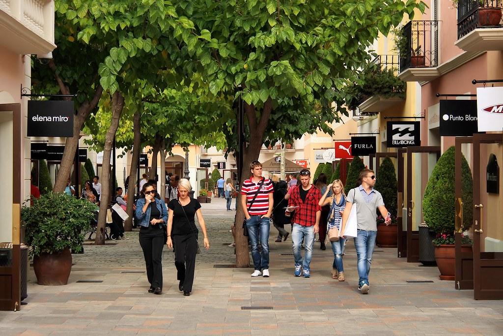 b19ce48a7c7 ... La Roca Village  Chic Outlet Shopping