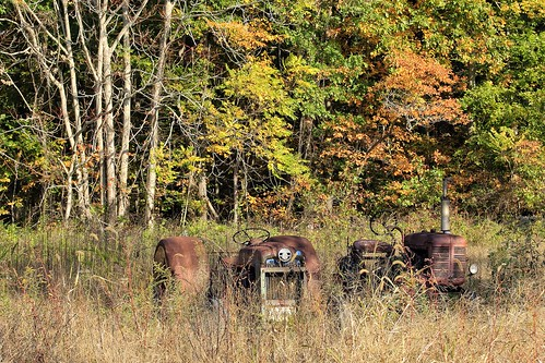 autumn tractor abandoned newjersey october rust blueanchor canonefs60mmf28macrousm canoneos70d