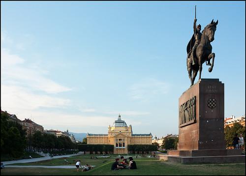 Parque Rey Tomislav, Zagreb   by pasosypedales.blogspot.com