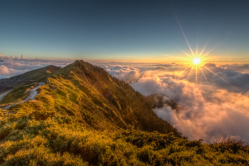 autumn sunset sun mountain fall landscape golden day taiwan sunny nopeople clear sunflare 合歡山 秋天 nantou renai 主峰 日芒
