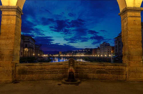 bridge italy sunrise river dawn florence nikon italia alba firenze bluehour hdr pontevecchio pattanaik fattal qtpfsgui mantiuk06 d5100