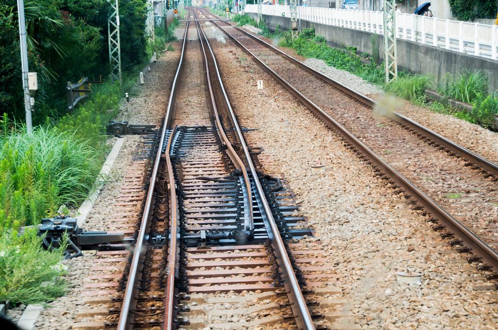 京急逗子線 三線軌条 六浦駅 分岐器(ポイント) / Keikyu Zushi Line dual-gauge railway point at Mutsuura Station