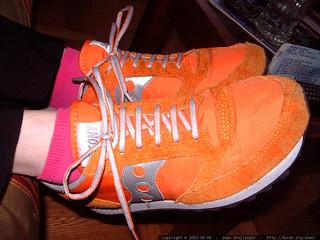orange saucony running shoes and pink socks - dscf5260