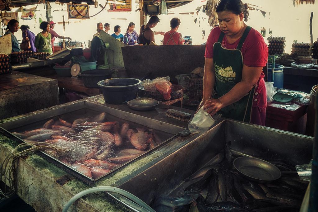 Merchant on market - Tambon Mueang Kao, Chang Wat Sukhothai, Thailand - 01/04/2015 16h17