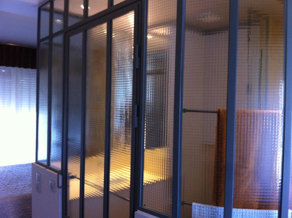 Maverriere.fr | Verrière de salle de bain avec verre armé ...