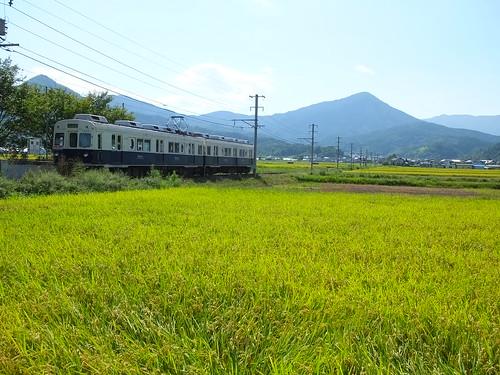 舞田駅に停車中の旧「まるまどりーむMimaki」号(2014年9月)
