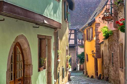 street morning houses sun france beautiful architecture sunrise early village cobbled alsace picturesque halftimbered riquewihr picturesquevillage thegemofthealsacevineyards