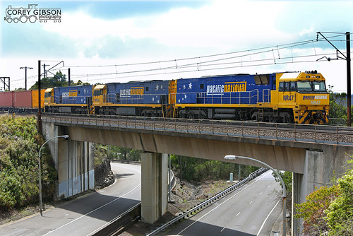 NR47, NR62 & NR99 cross over the old Pacific Highway with the 6NY3 at Berowra. | by Australian Trains