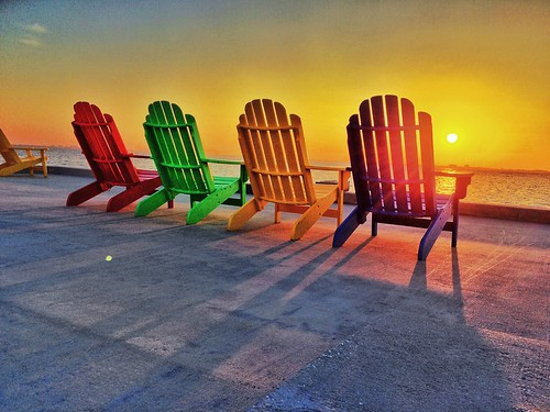 sunset orange yellow sarasota ringlingmuseum sarasotaflorida sarasotabay adirondackchairs ringlingmansion cad'zan sarasotasunset