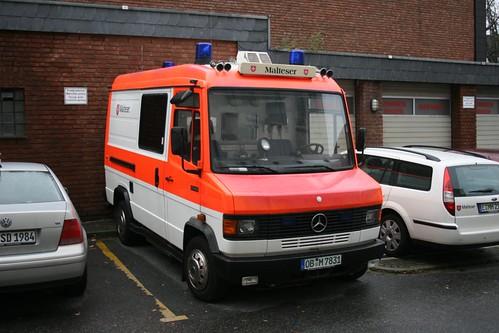 Malteser Oberhausen RTW OB M 7831 Mercedes Aufgenommen auf der Maxstr. in Essen