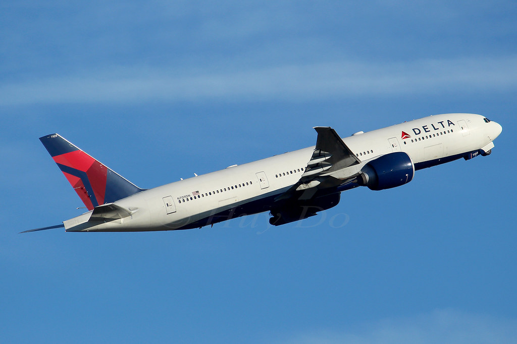 Boeing 777-232LR Delta Air Lines N709DN