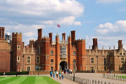 Hampton Court Palace, Hampton, Middlesex, England   by www.traveljunction.com