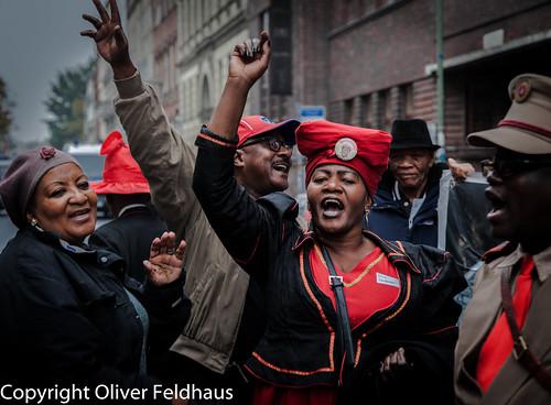 Protest- und Solidaritätsmarsch mit den Herero- und Namadelegierten zum Berliner Schloss/Humboldt-Forum. Der Protestmarsch bildete den Abschluss des ersten transnationalen Kongresses von OvaHerero und Nama zum Genozid der Jahre 1904 bis 1908  #Berlin #Au