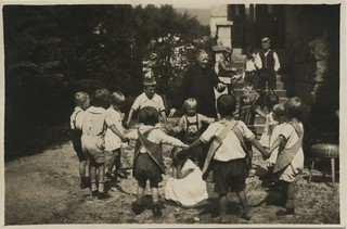 Lapsed ringmängu mängimas / Children playing a circle game | by National Archives of Estonia