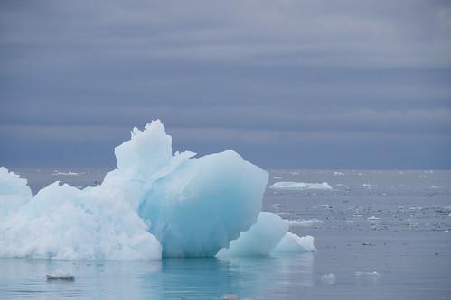 nyalesund svalbard noorwegen spitsbergen barentszburg eilandengroeparchipel norway pyramiden longyearbyen sneeuwscooter snowscooter snow nyålesund sj