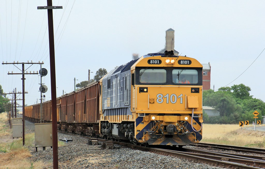 8101 makes easy work of the 26 loaded wagons as it departs Murtoa by bukk05
