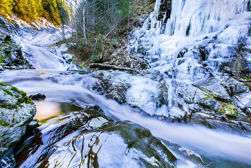 ice boulders slippery olalliestatepark hallcreek hallcreekwaterfall hallcreekloophike