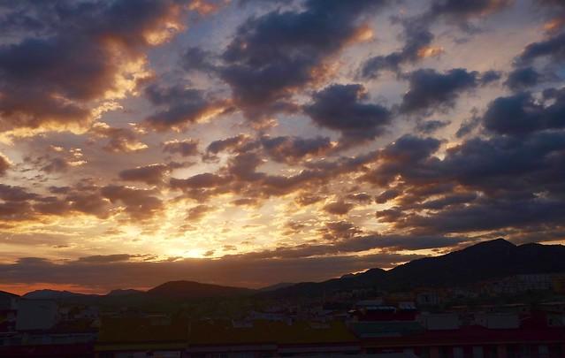 Amanece con Nubes.......