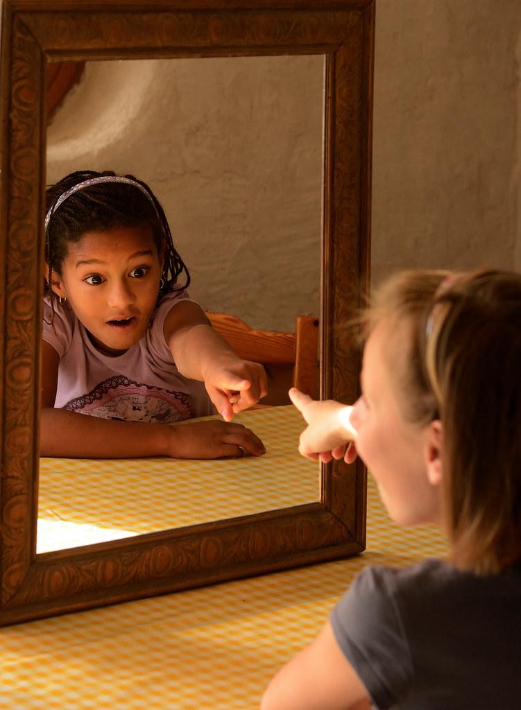 FlickrFriday #Surprise - Noémille - surprise dans le miroir magique