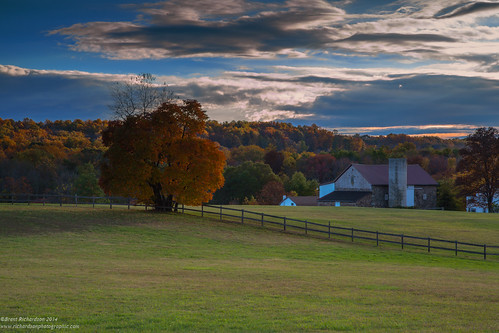 autumn sunset barn pennsylvania fallcolors berkscounty