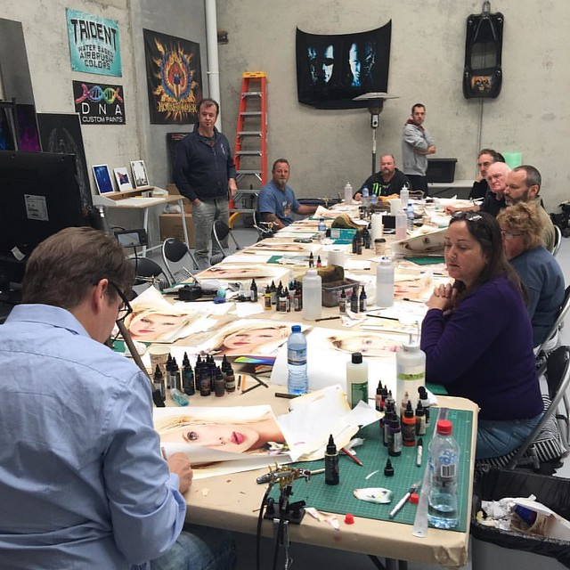 Dru Blair in action, instructing students on their painting's during Day 3 of the portrait class. We will be broadcasting 'live' some of the class with @dru_blair at some stage within the next 24 hours...so stay tuned to our Facebook page. 👍 #air
