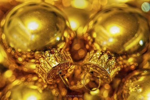 christmas golden gold goldballs christmasballs christmasbokeh bokeh christmasdecorations macro