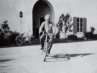 Albert Einstein_jasielazevedo | .Albert Einstein riding bicy… | Flickr