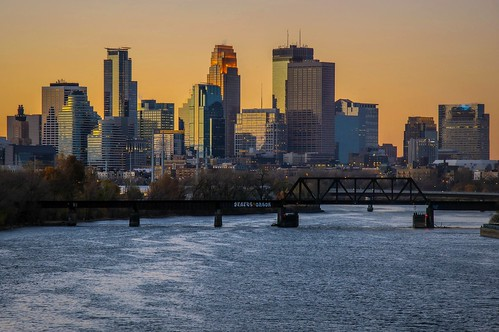 morning bridge cold halloween minnesota skyline mississippi cool minneapolis windy lowry downtow riverchoppy