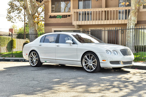"2007 Bentley Flying Spur on 22"" ACE Aspire Hyper Silver wheels 