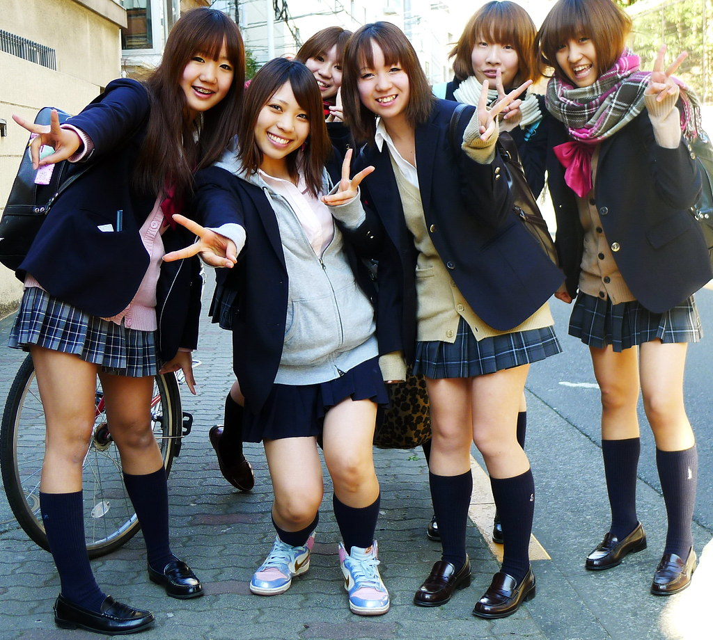 Bad japanese school girls — pic 4
