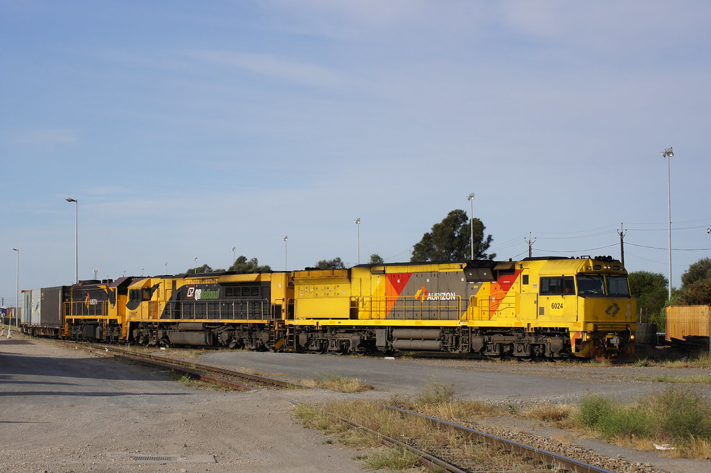 6024, LDP007 & X54 lead 6PM1 out of GWA's port yard by Danny Brown