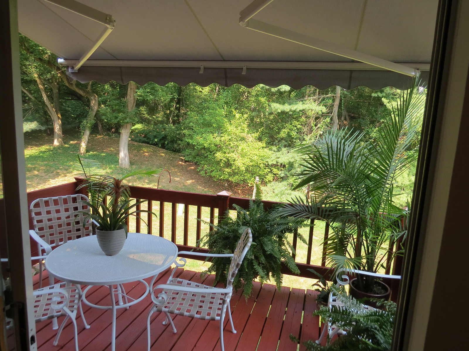 Townhouse-Retractable-Awning