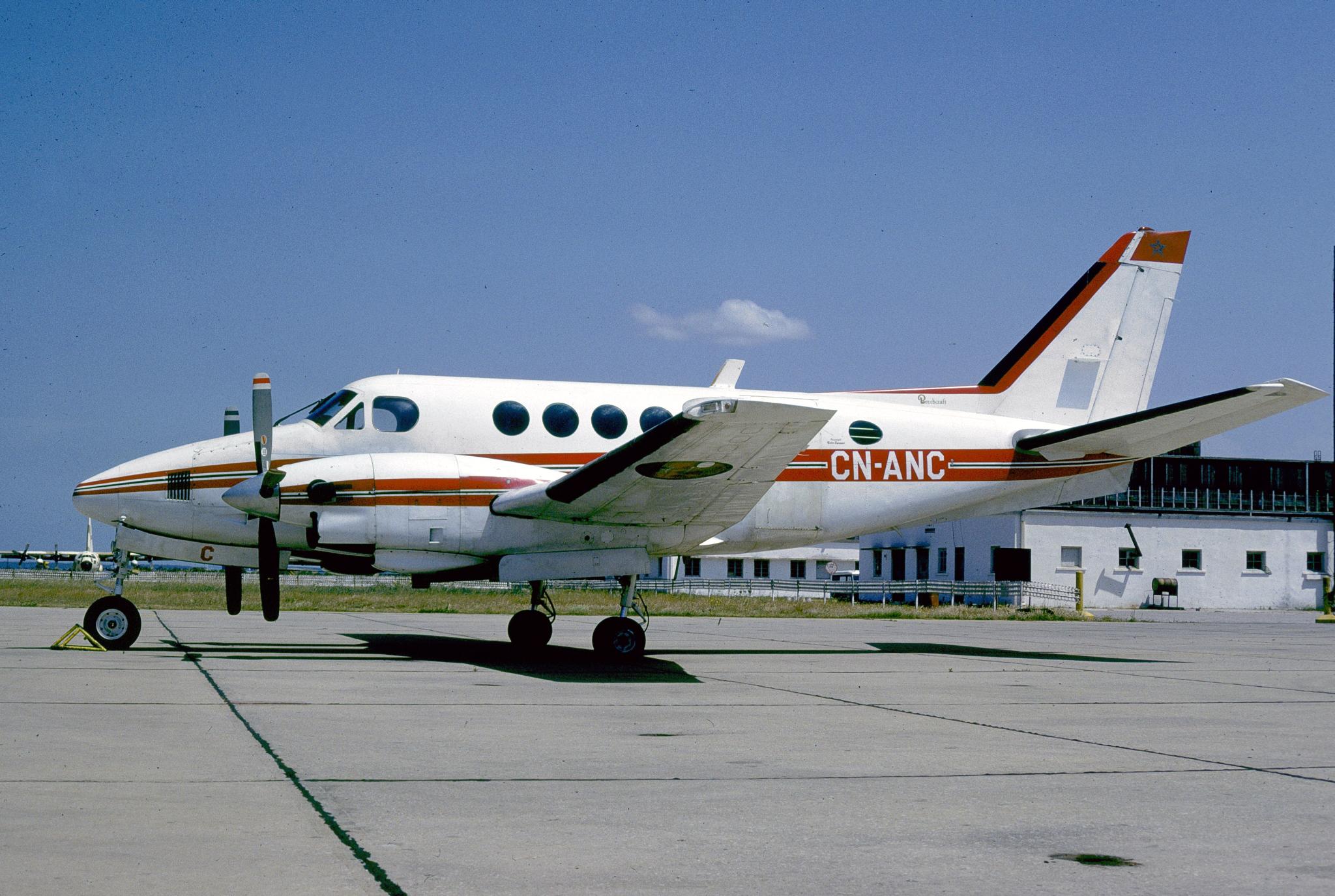 FRA: Avions VIP, Liaison & ECM - Page 23 30973325510_65773466d1_o