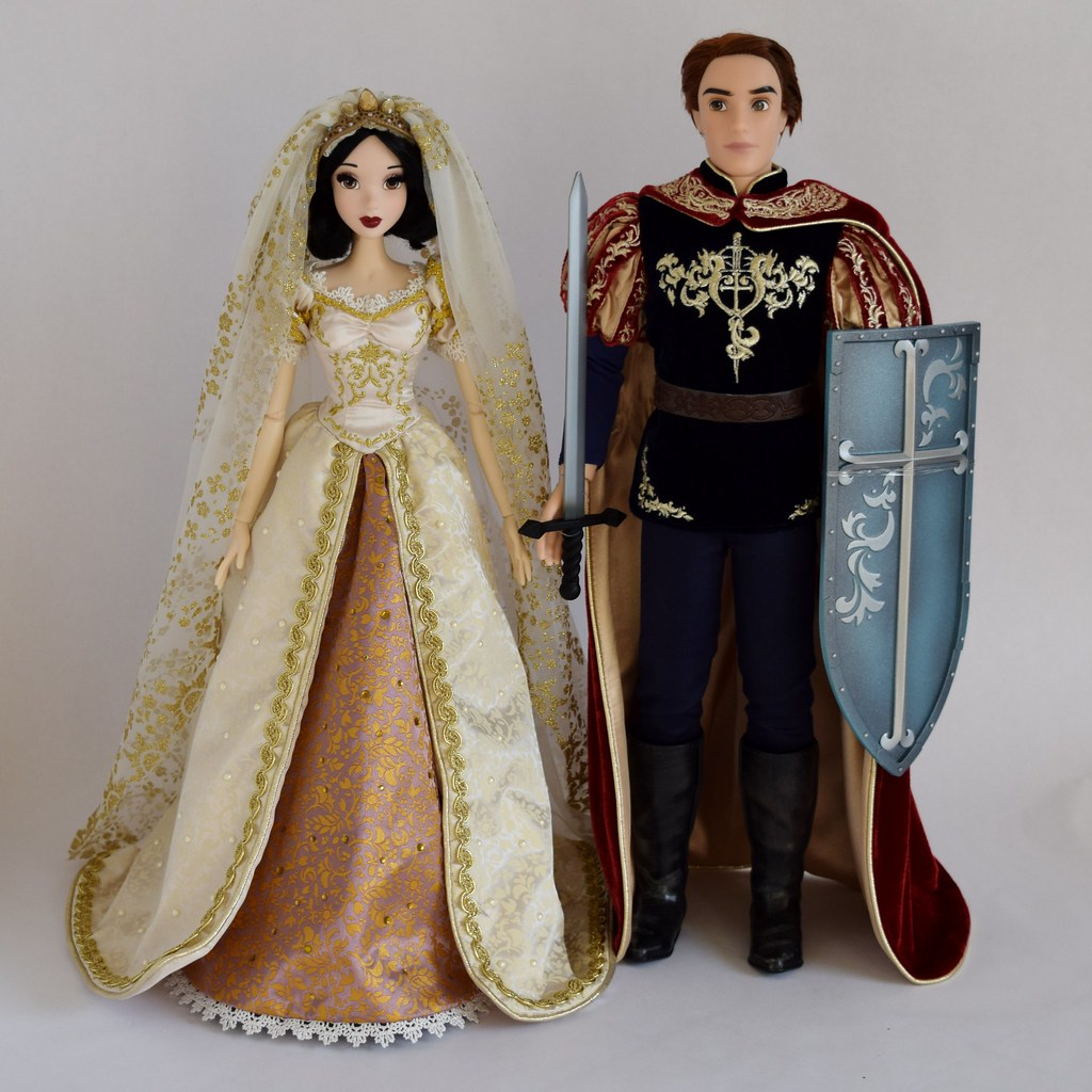 Wedding Snow White and Prince Phillip - Disney Store Limit