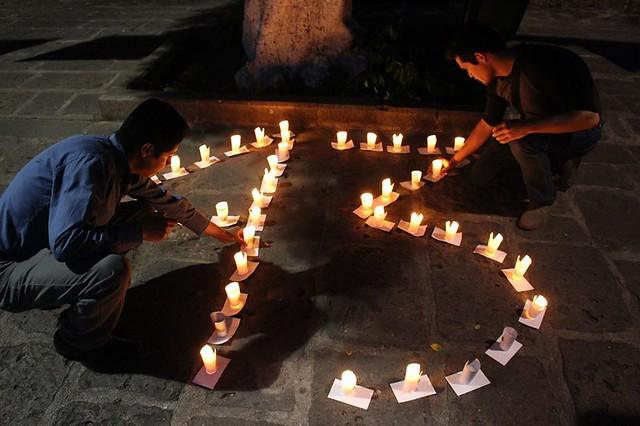 Jóvenes de Michoacán arman un tendedero informativo