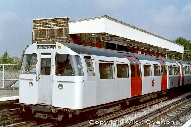 1972 Mark 2 tube DM3541 Jubilee train 327