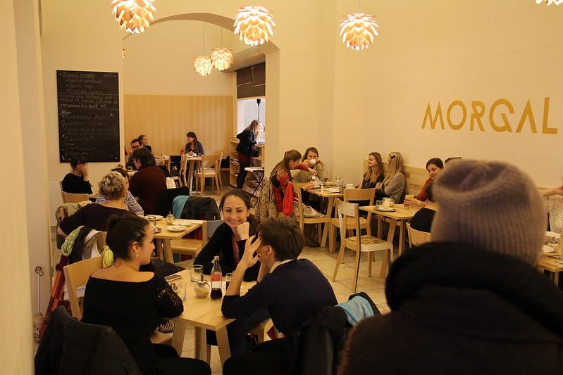 BAZAR KNIH A VINYLŮ v café MORGAL